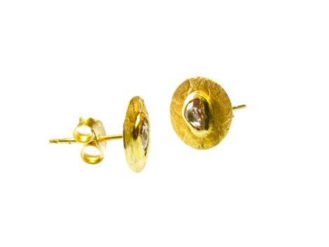 18 karaat gouden oorknoppen met een polki diamant