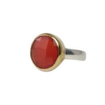 Round Carnelian Ring In Gold Setting – R8910