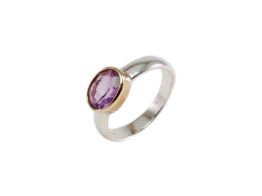 Ovale kleine ring met een amethist
